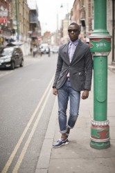 Stylish man leaning on a lampost