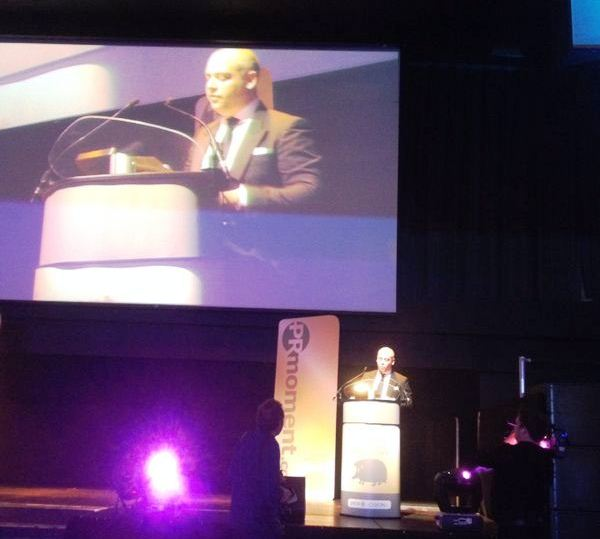 Cision's Marc Swan presents the 'Community Engagement Campaign of the Year' to Unity – DRYATHLON, for Cancer Research UK