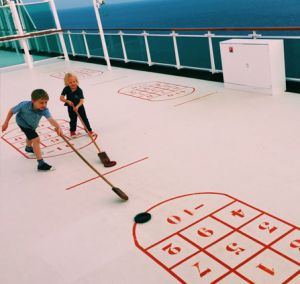 Globalmouse Travels shuffleboard